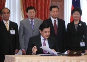 馬總統簽署兩人權公約批准書